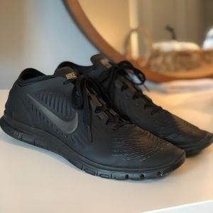 Women's Black Nike Balanza